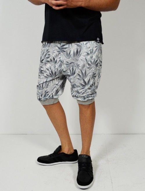 Comprar bermuda de hombre con estampado Marihuana y corte baggy. Comprar bermudas y pantalones de hombre en Latiendajoven.com las últimas tendencias en moda joven y streetwear al mejor precio.