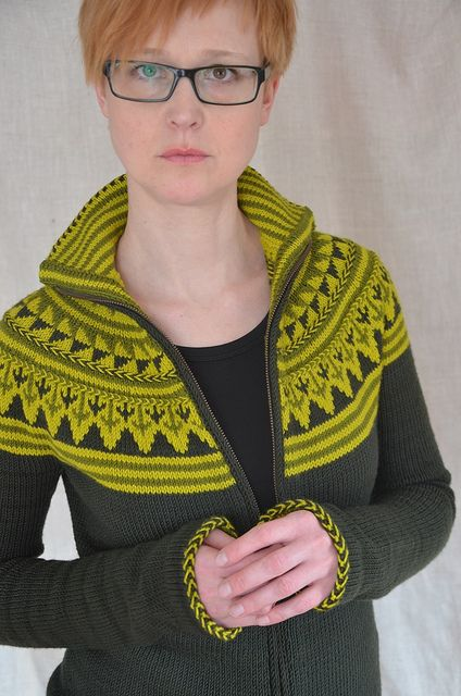 Free Cardie pattern. This is just stunning....