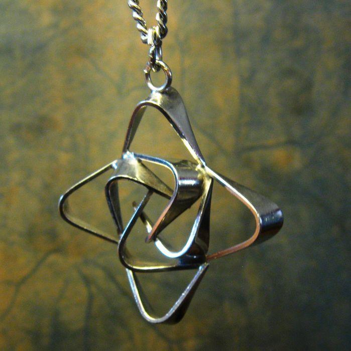 Online veilinghuis Catawiki: Zilveren hanger Marked N B Scandinavisch Keltisch kruis aan lange zilveren ketting