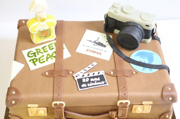 Valise de voyage by Pâtisserie Chez Bogato 7 rue Liancourt, Paris 14e. Ouvert du mardi au samedi de 10h à 19h. Tel. 01 40 47 03 51 Cake Design Birhtday cake Gâteau d'anniversaire