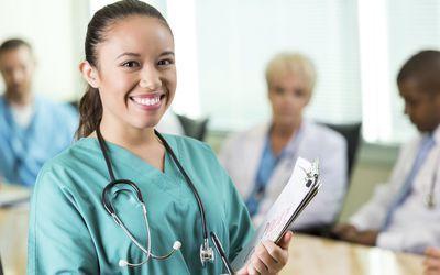 medical_assistant_506651215.jpg