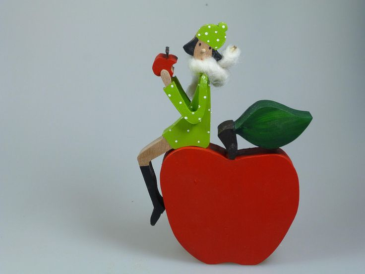 Wohnaccessoires - Figur aus Holz - Herbst - Apfel - ein Designerstück von mw-holzkunst bei DaWanda