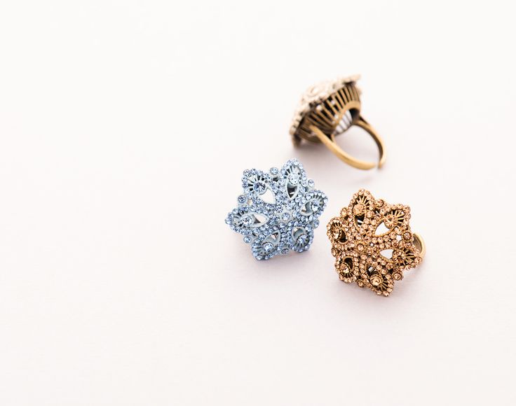 Adjustable size ring in filigree with Swarosky crystals.  Like all the products it's 100% artisanal handmade in Italy using hypoallergenic silver. #ring #jewel #fashionjewelry #fashion #luxury #fashionista #swarosky #trend #glamourous #glam #madeinitaly #gold #babyblue #offwhite #bling #shine