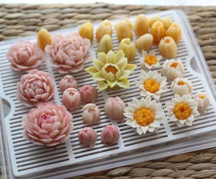 1,559 отметок «Нравится», 16 комментариев — Atelier Ryeo - Daegu, Korea (@atelier_ryeo) в Instagram: «Bean paste flowers  #대구플라워케이크 #대구꽃배움반 #대구앙금플라워 #대구앙금꽃배움반 #대구앙금플라워떡케이크 #플라워케이크 #flower #flowers…»