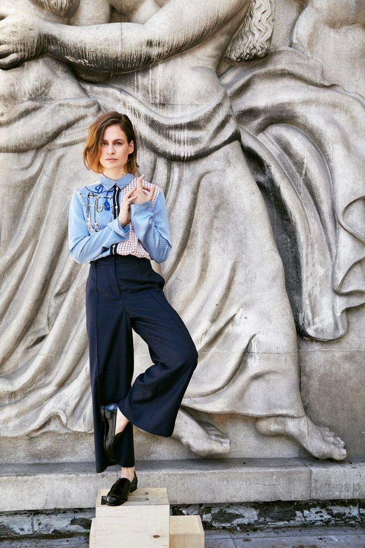 Elle est à la première place du classement 2016 des Français les plus influents du monde selon « Vanity Fair » France. Christine and the Queens, la chanteuse-danseuse au charisme de démon est en tête des ventes en Angleterre, le royaume de la pop. Marion Van Renterghem a confessé cette femme sans genre en passe de devenir une icône mondiale.
