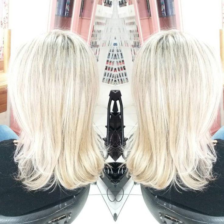 Nossa noite super agradável de ontem acabou assim �� @laisfornaziero loirissssssima �� obrigada @jessicaproenca pela indicação e obrigada #Lais pela confiança, carinho e ótimo bate papo. Sou grata demais a Deus pelas minhas clientes. Ele me da as melhores ���� #Work #Hair #hairstylist #hairstyle #hairdresser #hairdesign #Blond #blondstylist #blondstyle #blondehair #blonde  #luzes #touca #semtonalizantes #cabelos #louros #professionalhair ��❤…
