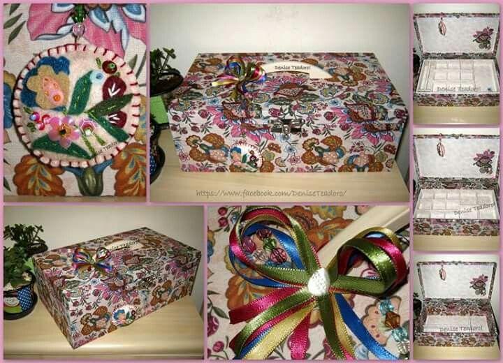 💞 Se vc tem muitas joias, bijous, acessórios e não consegue organizá-los em um lugar só, esta maleta com duas bandejas com vários tamanhos de divisórias, porta anel + fundo com divisórias é ideal. 💞 Forrada com tecido importado lindo! 💞 Pendurico feito a mão! 💞 #deniseteadoro #maletaforrada #caixaforrada #floral #amofloral #flower #loveflower #Jewelrybox #handmade #portajoia #presenteartesanal #feitoamão #presenteespecial #presentepersonalizado