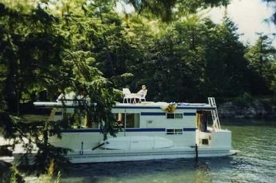 Houseboat Holidays - in a tranquil setting: When it comes to a reputation, no one does a houseboat vacation rental better than Houseboat Holidays Ltd in the 1000 Islands, Gananoque, Ontario, Canada.