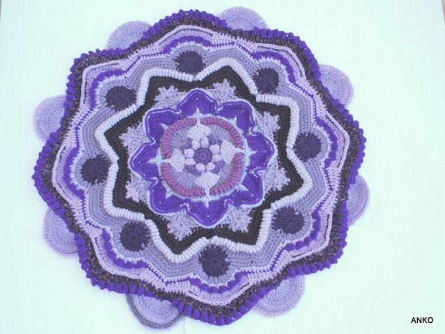 Rękodzieło  z nici i szmatek: Mandala