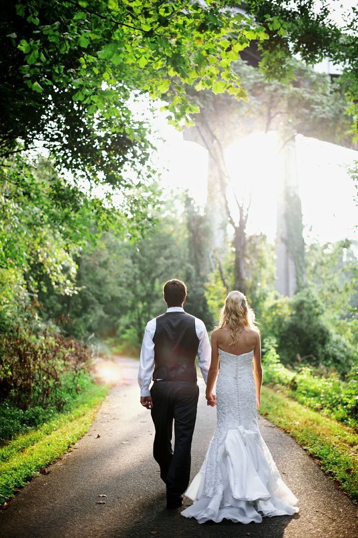 wedding photography, bride and groom walking shot, outdoor wedding pictures, country wedding pictures