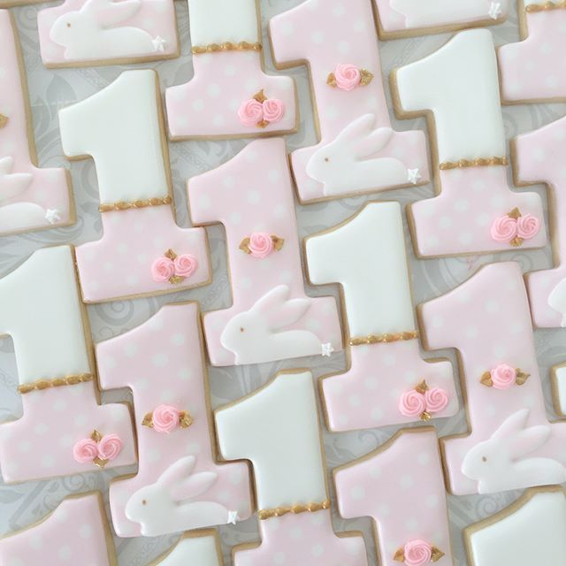 Some bunny is turning one! #firstbirthdaycookies #numberone #numberonecookies #torontocookies #thesweetesttiers #decoratedcookies #decoratedsugarcookies #decoratedbirthdaycookies #torontocookieartist #torontocustomcookies #pinkandgoldcookies