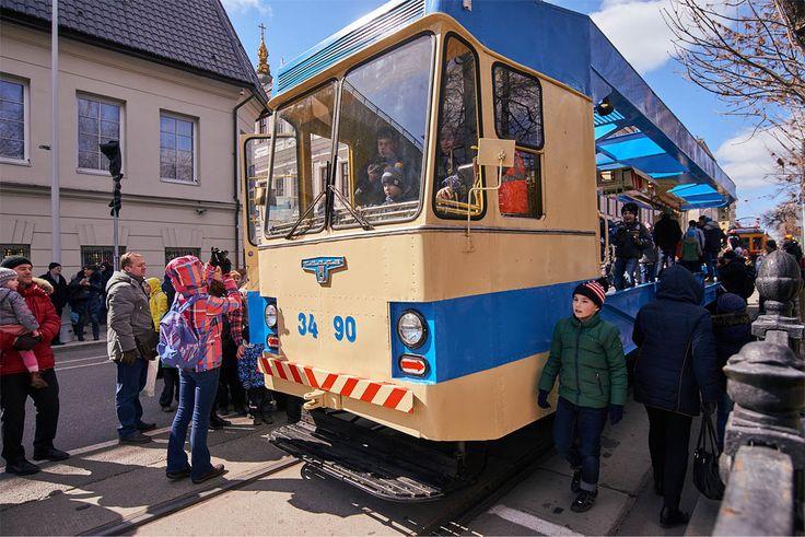 """От самых современных моделей трамваев до конки, запряженной лошадьми, такую экспозицию демонстрирует """"Мосгортранс"""" москвичам и гостям столицы"""