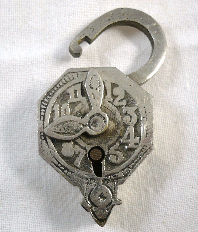 Antiques & Collectibles -- clock