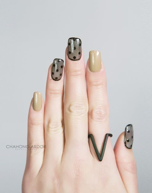 Gleaming dot balck #nailart #nail #beauty #chahongardor