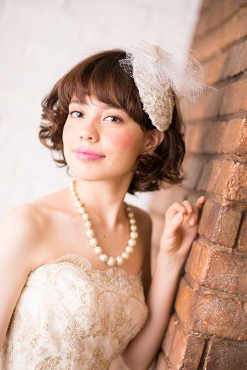 しっかりカーリーで華やかに ウェディングドレス・カラードレスに合う〜ボブの花嫁衣装の髪型まとめ一覧〜