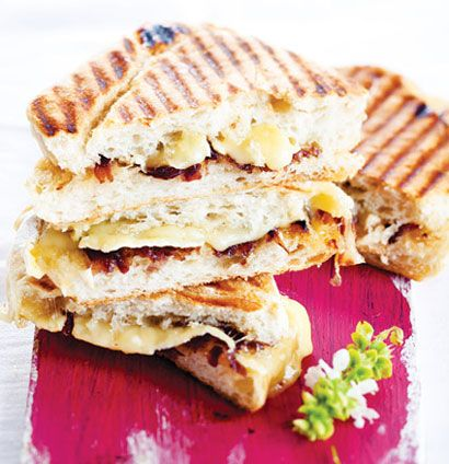 Brie and caramelised onion braai sarmies