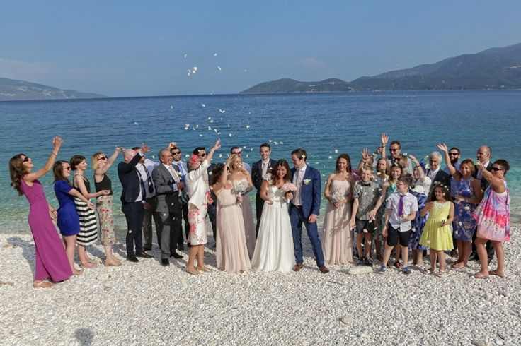 Group shot - Throwing petals to the bride and groom #weddingphotos #beachwedding #mythosweddings #kefalonia