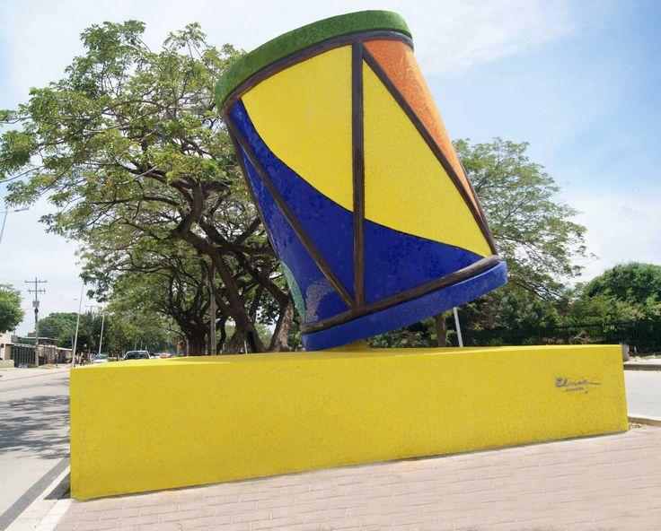 TAMBOR DE DOS PARCHES - MOSAICO DE CERAMICA SOBRE CONCRETO -  3.40 x 1.70 x 1.70 m