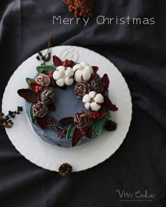 앙금크림아이싱과 앙금파이핑 Rice cake + Bean paste flower. . . 수업상담 Kakao Id : koreaflower02 Line Id : vivicake02 Wechat Id : vivicake_korea . . 블로그 주소 : www.vivi-cake.com . . vivicakeclass@gmail.com . . .  #flowercake #design #cake #flowercakeclass #cakeclass #flowers  #koreaflowercake #koreanflowercake #piping #rice #riceflowercake #wilton #wiltoncake #koreanbuttercream #flowers #baking #beanpaste #beanpasteflower #플라워케이크 #떡케이크 #Ricecake #vivicake #앙금플라워 #앙금플라워떡케이크 #크리스마스 #베이킹