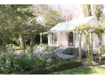 ♥ Little Branches BnB Wairarapa =2 bed cottage in secluded garden. Air Con, Bbq, Check-in 1pm, Check-out11am, DVD Player, Stereo, Freeview &Sky,washer drier, Clothesline, small library, home baking on arrival, cooked break on request, wedding venue, catering, toilet facilities,old oak romantic swing, spa, inground pool, petanque