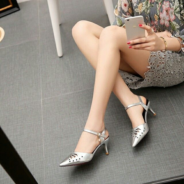 $21.5 Silver Mettalic Single Strap! #pointedheels #highheels #onlineshop #oli_oddie