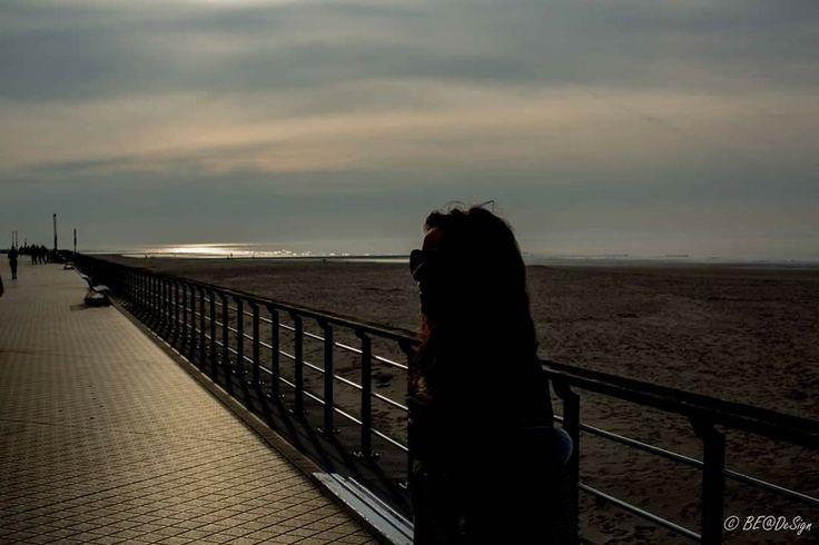 Model: Jo #citytrip #belgischesteden #relax #genietenvankleinedingen #genieten #canon #canonphoto #canonphotography #fotoshootoplocatie #oostende #fotoshoot #model #modelphotography #femalemodel #canonbelgium #be_at_design #woman #beauty #beach #strand