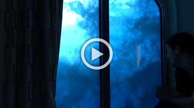 La nave travolta dalle onde (Stephen J Burke/YouTube) - Internet (altro)