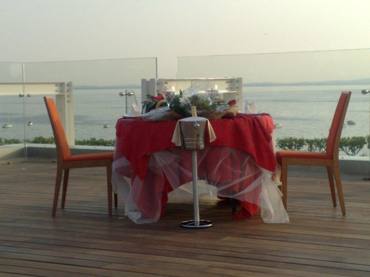Romantic moments... extra service packages - COLOR HOTEL:http://www.colorhotel.it/vacation-packages-lake-garda/romantic-moments