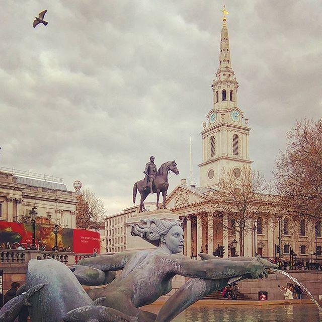 London, England ...  #england #αγγλία #unitedkingdom #london #λονδίνο #wu_england #uk #britain  #trafalgarsquare  #steetphotography #fountain  #kinggeorgeiv #thenationalgallery #stmartininthefields #londonstyle  #lovelondon #londoncity #thisislondon #igerslondon