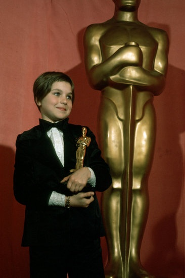 essay on oscar awards The 1st academy awards ceremony, presented by the academy of motion picture arts and sciences (ampas), honored the best films of 1927 and 1928 and took place on may.