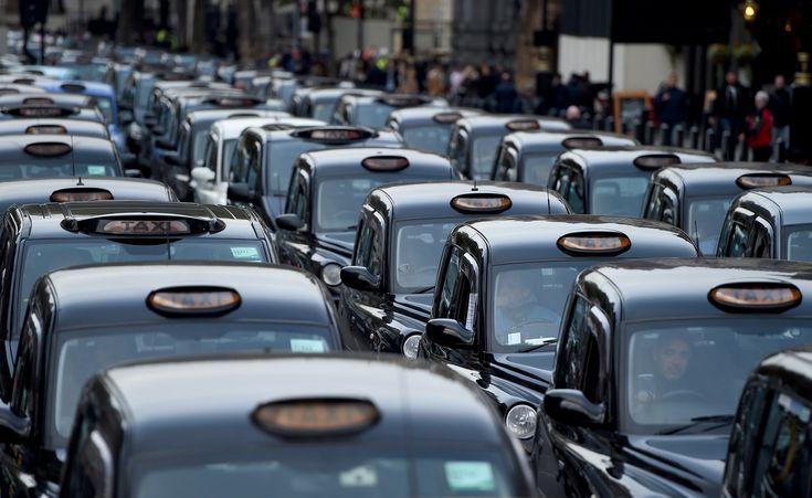 """Bastaram os cinco primeiros frios dias do ano para que a capital britânica batesse o recorde de poluição atmosférica. Diferentemente dos anos 50, quando o """"Grande Smog"""" deixou 12 mil mortos, agora o vilão não é o carvão, mas o diesel, muito usado nos tradicionais transportes londrinos. #londres #poluição"""