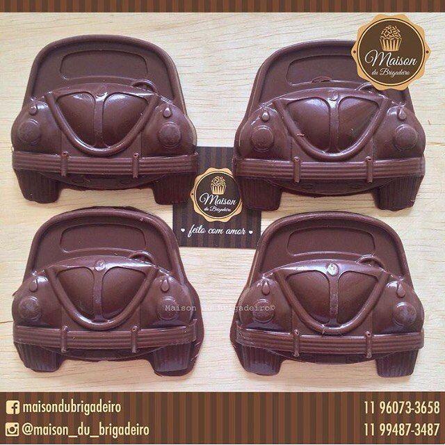 🚘 Olha ele aí ... Fusquinha de chocolate ao leite. 🚘 Para informações contato@maisondubrigadeiro.com