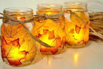 落ち葉を利用すれば、オレンジの温かみがある光を創ることができます。