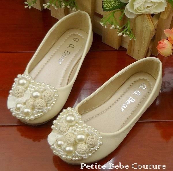 PbC - Girls Sandra Pearls Shoes (cream) <3    www.petitebebecouturepage.aradium.com