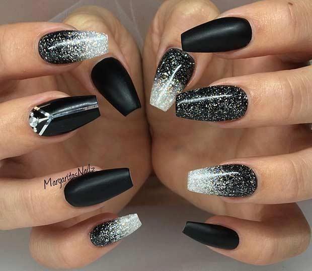 21 Easy And Cute Glitter Nail Designs Cherrycherrybeauty Silvernails Unas Para Nochevieja Unas De Gel Manicura De Unas