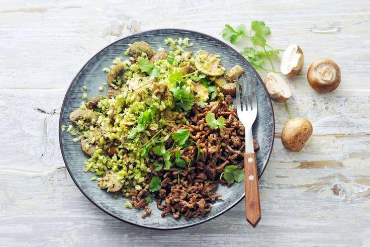 Snelle broccolischotel met paddenstoelen en gehakt - Recept - Allerhande