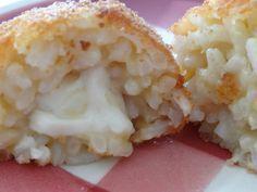 Croquettes de riz au Parmesan et à la mozzarella http://lesrecettesdedonatienne.wordpress.com/2013/11/06/recette-de-croquettes-de-riz-au-parmesan-et-a-la-mozzarella/