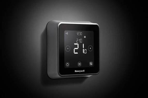 Il mercato dei termostati intelligenti e connessi accoglie a braccia aperte la nuova soluzione di Honeywell: si chiama Lyric T6, avrà una versione ...