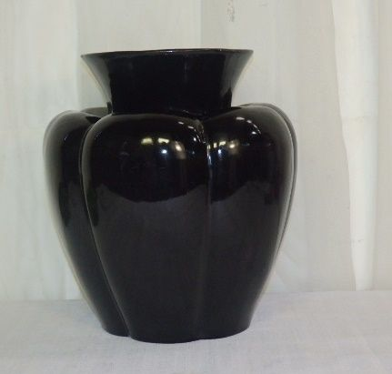 South African Porcelain - A STUNNING RARE VINTAGE ''LUCIA WARE'' LARGE BLACK SCALLOPED SHAPED VASE IN SUPERB CONDITION for sale in Johannesburg (ID:251384760)