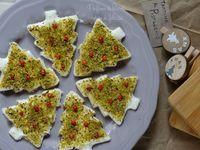 Le tartine natalizie al pistacchio sono antipasti semplicissimi e veloci, perfetti da preparare per l'apertura dei pasti delle feste!