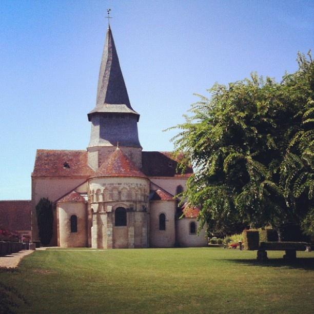 Eglise Saint-Austrégésile de Saint-Outrille-en-Graçay et son clocher tors via @moyanne - #berryprovince