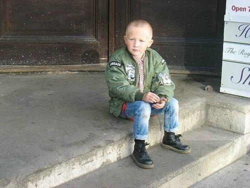 Un piccolo Skinhead #boots #braces #bomber Ben Sherman