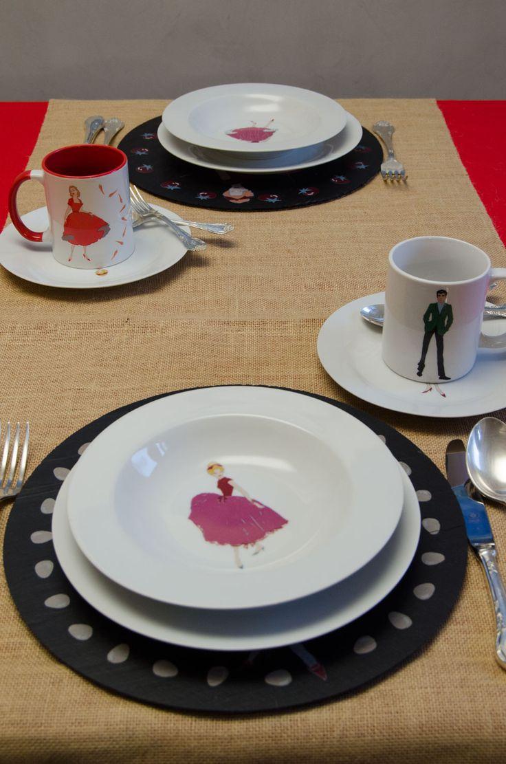 """Un #regalo para """"dos"""" Un #exclusivo y #original """"Tú y yo"""" con #bajoplatos de #pizarra natural y platos de #porcelana decorada. Lo podrás encontrar en #exclusiva en nuestra web: www.platosypizarras.com #vajillas #pizarra #hogar #decoración #porcelana"""