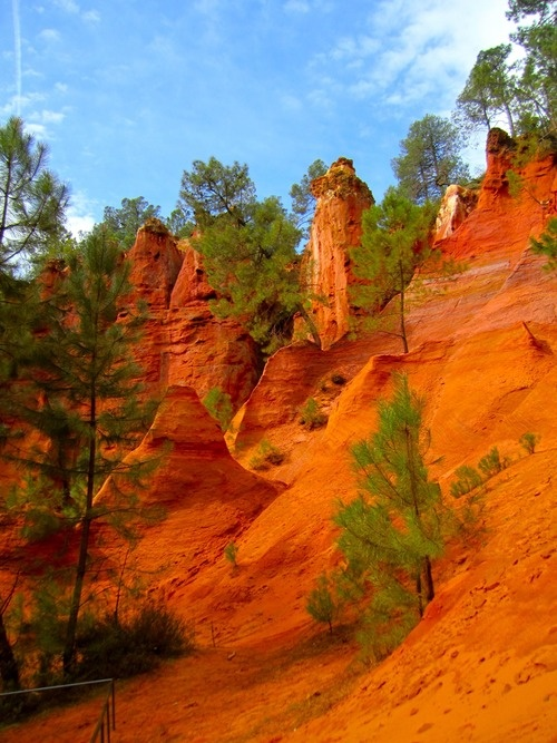 roussillon red rocks