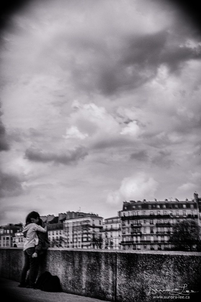https://flic.kr/p/UxwLG8 | Paris is for Lovers | This photograph is really not very good. But this is my Flickr stream, so I can post what I want.  I need to learn the art of shooting from the hip.