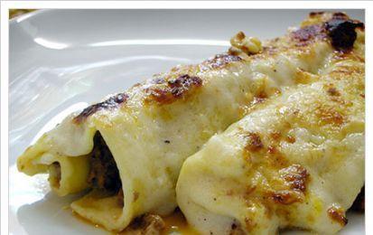 Cannelloni di radicchio e ricotta - Ecco per voi la ricetta per preparare dei fantastici cannelloni di radicchio e ricotta, un primo piatto buonissimo e sfizioso che potete anche fare in anticipo.