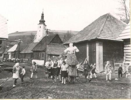 Children in Slovenia with Marzanna, early 1900s. Wikipedia.