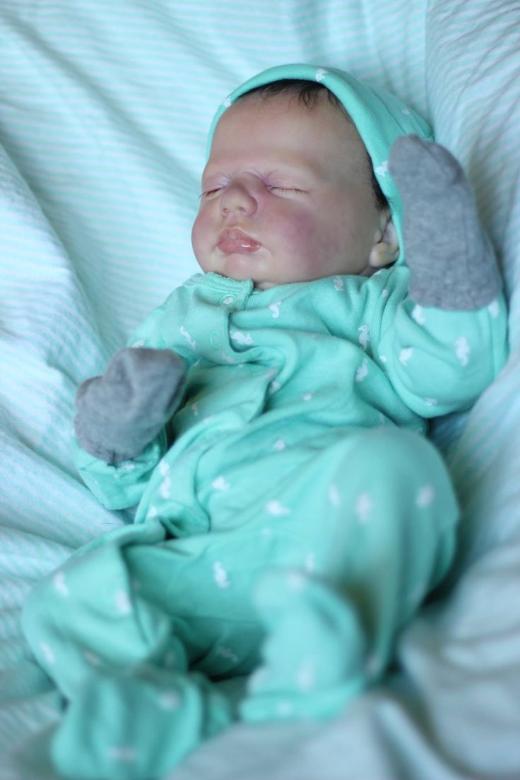 Reborn baby boy Harper. Painted with air dry acrylics. Such a little chunk!