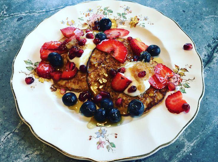 Supergezonde proteïne pannenkoeken met fruit, Griekse yoghurt en honing