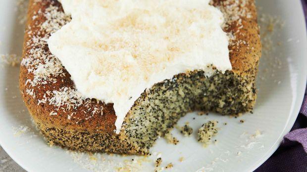 """Alle Rezepte aus """"Sweet & Easy – Enie backt"""" gibt es auch online. Hier gehts zu Enies türkischer Mohnkuchen Rezept aus Folge 5 """"1001 Versuchung: Orient im Express""""."""